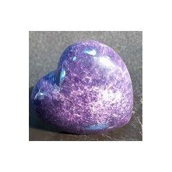 Coeur en pierre d'onyx teinté mauve 125 grs